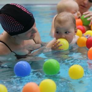 Swimming at DK Fontána